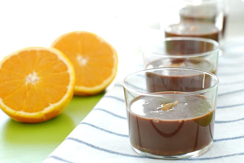 Vasitos de chocolate con naranja